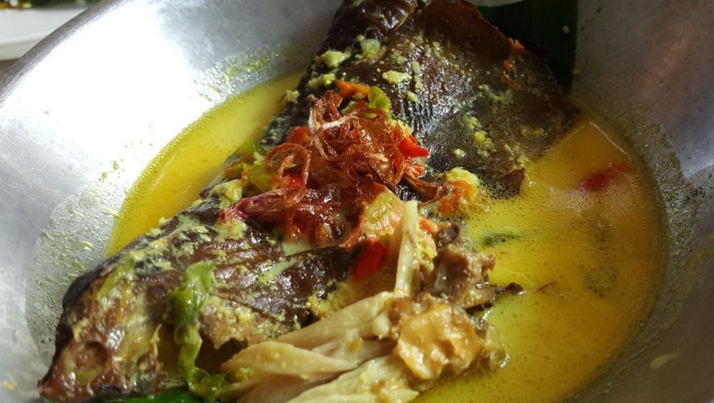 Gurih Semangit Ikan Pari Asap Dimasak dengan Santan dan Cabe