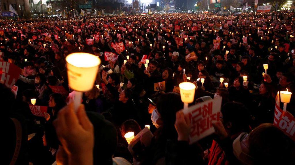 Ribuan Warga Korsel Tuntut Presiden Park Mundur