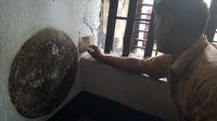 Pemandu menunjuk tembok berdarah (Fitraya/detikTravel)