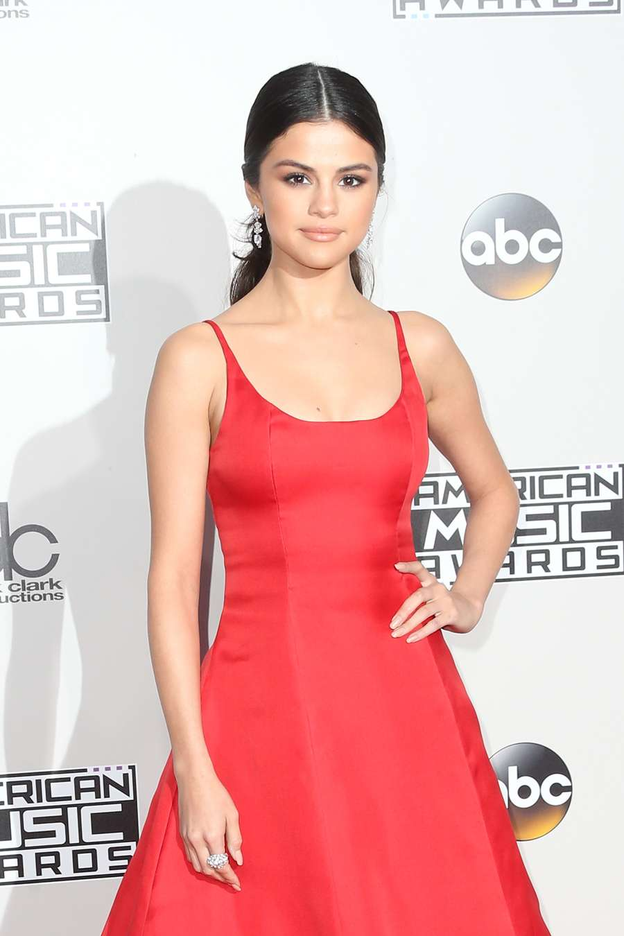 I was Broken Inside! Curhatan Selena Gomez di Panggung AMA 2016