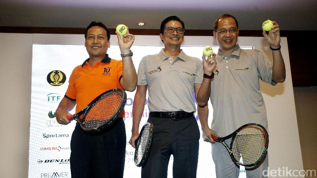 Ratusan Petenis Ramaikan Turnamen Tenis Combiphar Open
