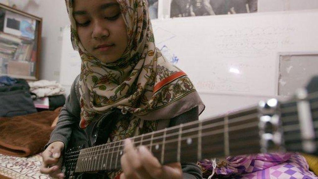 Meliani, Melawan Bully dengan Jilbab dan Musik Metal