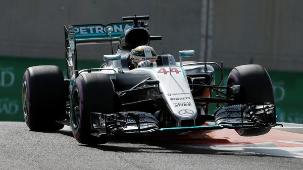 Hamilton Kembali Ungguli Rosberg