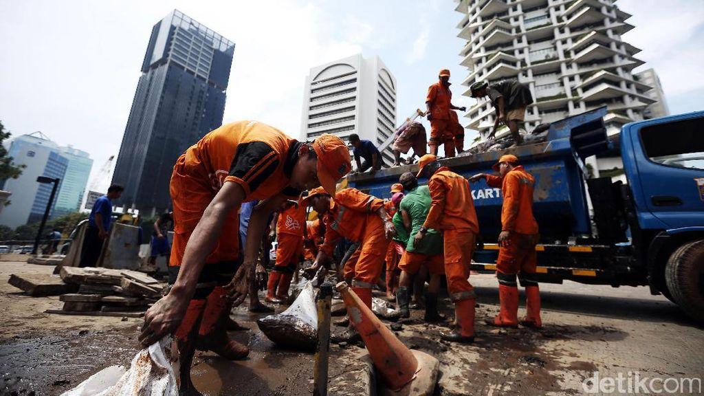 Pasukan Oranye dan Biru Bikin Netizen Terharu