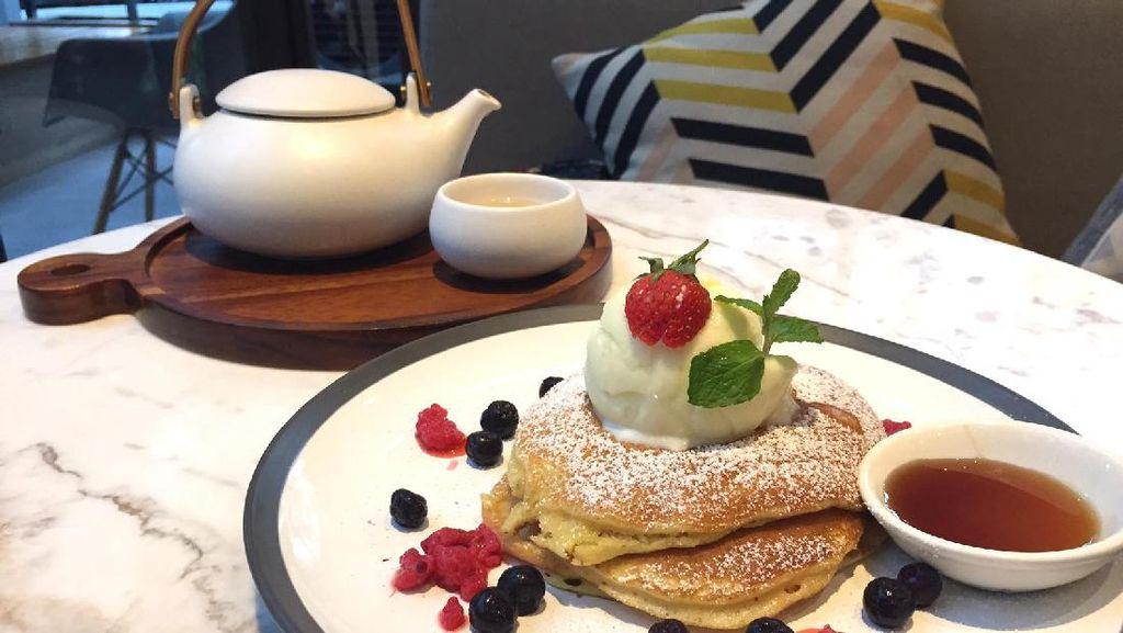 Lewis & Carroll Tea: Menghirup Teh Bed of Roses Ditemani Berry Farm Pancake yang Manis Lembut