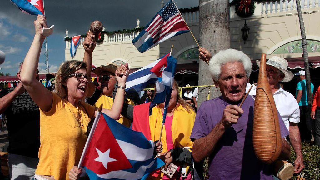 Warga Kuba di Miami AS Terus Merayakan Wafatnya Fidel Castro