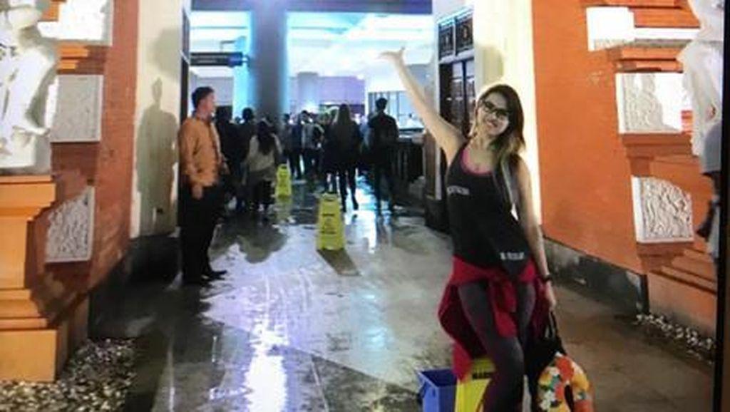 Gaya Seksi Maria Ozawa Saat Liburan ke Bali