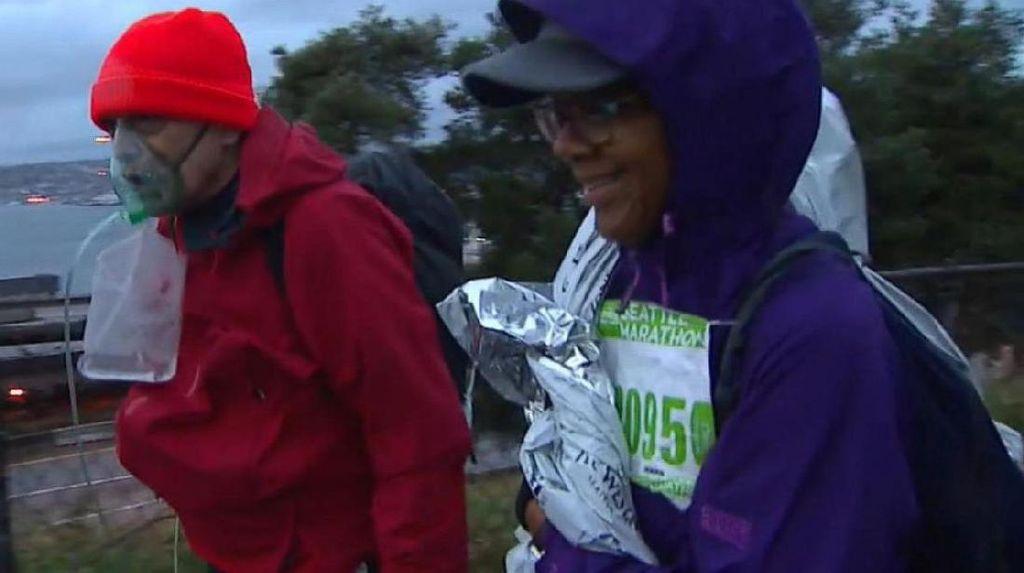 Meski Paru-parunya Terluka, Pria ini Sanggup Selesaikan Maraton