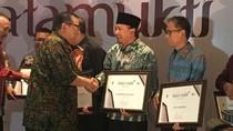 Ciptakan UMKM Berdaya Saing, Bupati Irsyad Raih Penghargaan Natamukti Satria