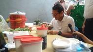 Kampanye di Pondok Bambu, Sandiaga Icipi Hasil Lomba Masak