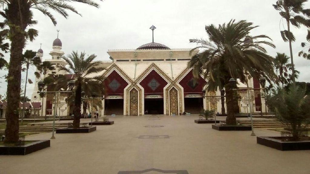 Duo Penyanyi Dangdut Fasilitasi Massa 2 Desember di Masjid At-Tiin