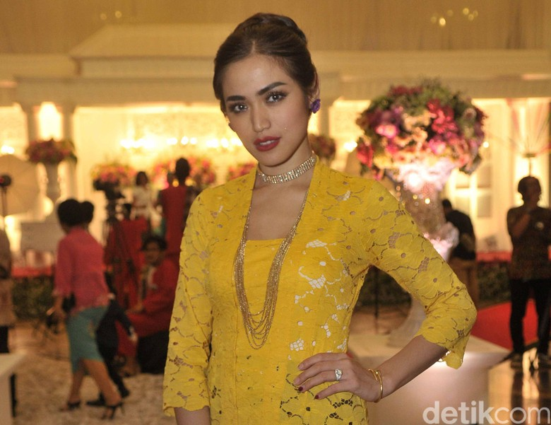 Klarifikasi Jessica Iskandar Soal Makan Malam Bareng Bule