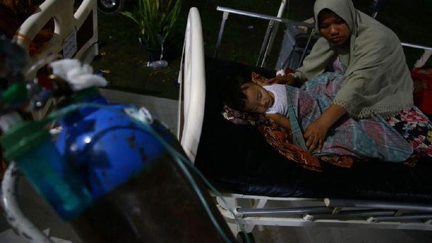 Menengok Korban Gempa di Lorong-lorong RSUD Pidie Jaya dalam Gelap Malam