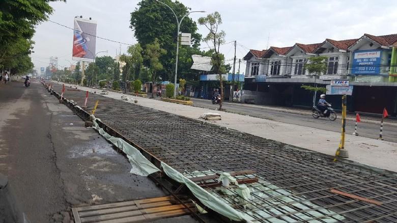 Pembetonan di Jl Cipto Mangunkusumo, Cirebon (Fitraya/detikTravel)