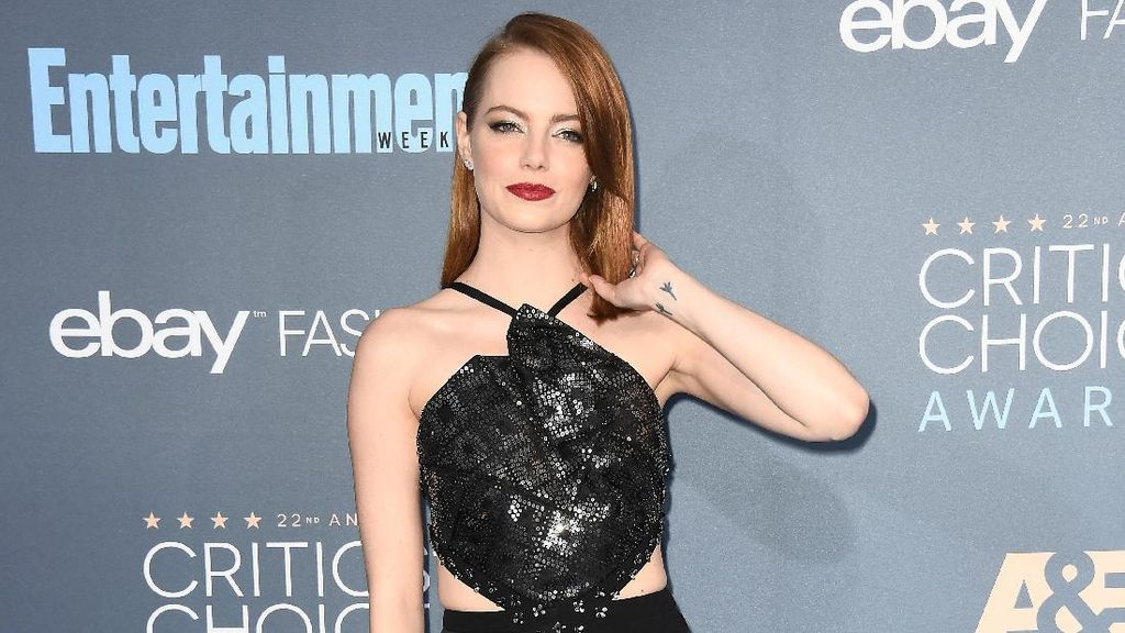 Foto: Seksinya 7 Selebriti Bergaun Hitam di Critics Choice Awards