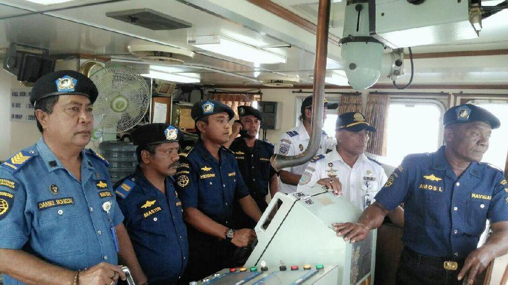 Lika-liku Nakhoda Kapal Navigasi di NTT: Rawat Rambu hingga Hadapi Ombak Ganas
