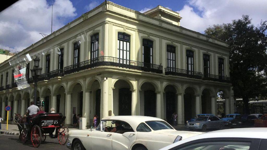 Serasa Balik ke Masa Lalu di Kuba: Banyak Bangunan Tua & Mobil Antik