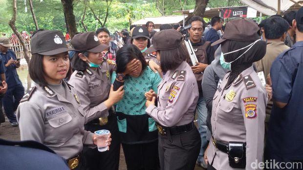 Kawasan Gumuk Pasir Bantul Ditertibkan, Warga Protes dan Berteriak Histeris