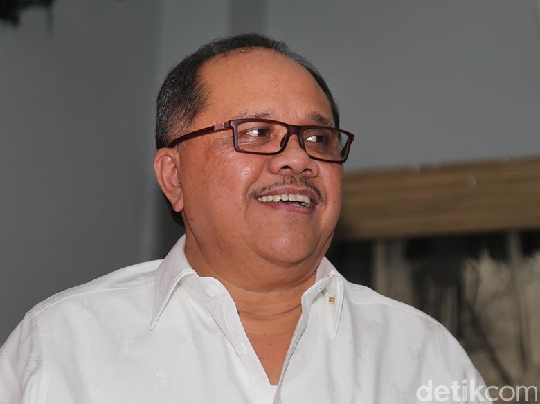 PDIP Minta Golkar Pilih Ketua - Jakarta Anggota Komisi III Fraksi PDIP Junimart Girsang meminta Partai Golkar memilih Ketua DPR yang kekosongan kursi Ketua