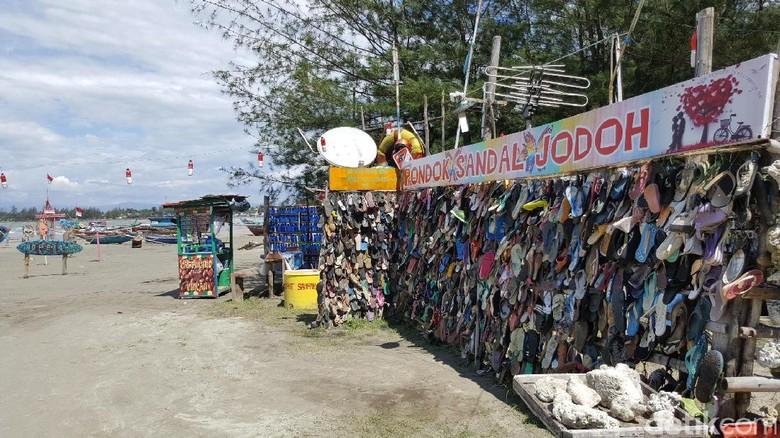 Foto: Pantai Sandal Jodoh yang unik di Bengkulu (Fitraya/detikTravel)