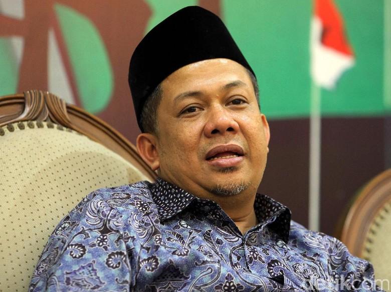 Massa Geruduk Bandara Manado, Fahri Hamzah Masih Tertahan