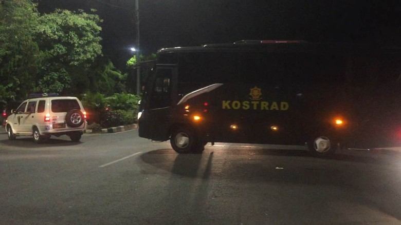 Dari Thailand Pakai Pesawat Hercules, Keluarga Timnas Sepakbola Tiba di Halim