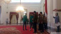 Presiden Jokowi Jamu Timnas Sepak Bola Indonesia Makan Siang di Istana