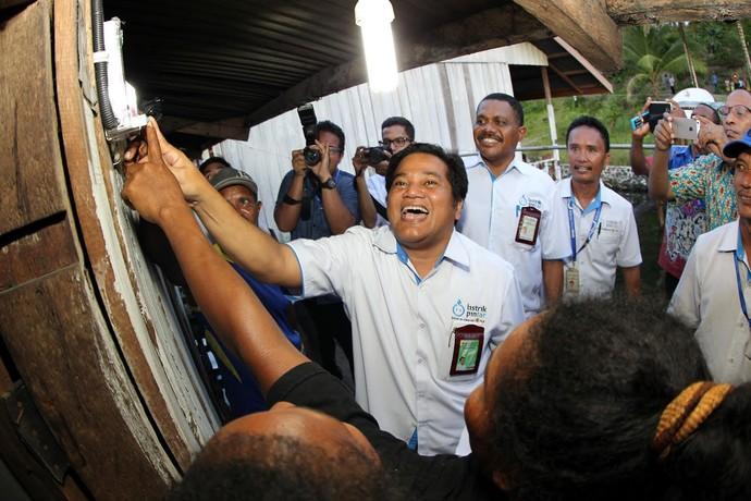 PLN Terangi Kampung Puay dan Yokiwa di Papua