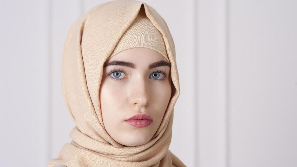 Hijabers Ini Menang Gugatan Rp 1 Miliar karena Kasus Jilbab Dilepas Polisi