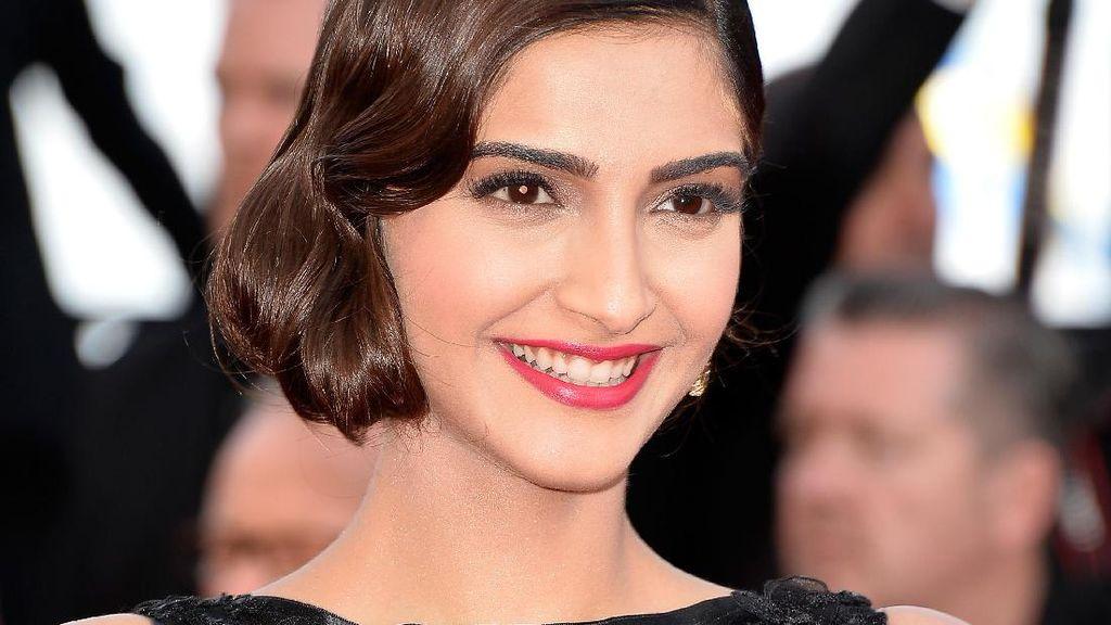Foto 12 Wajah Selebriti Bollywood Tanpa Makeup, Sungguh Berbeda