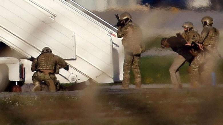 Momen Menegangkan Penangkapan Pembajak Pesawat Maskapai Libya