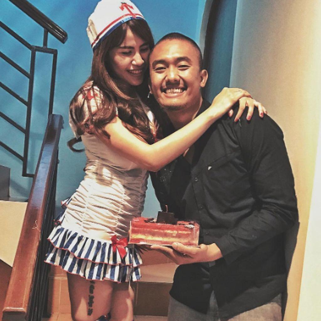 Posting Foto Seksi Istrinya, Uus Sengaja Pancing Reaksi Netizen