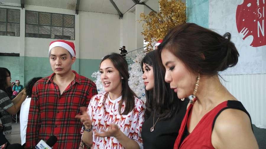 Cantik Kenakan Dress Merah, Olga Lydia Sebarkan Pesan Damai Natal