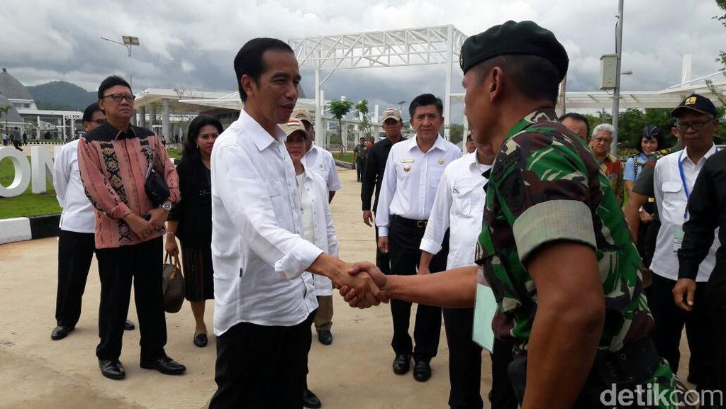 Di Depan Akademisi dan Pengusaha Jokowi Pamer Percantik Perbatasan