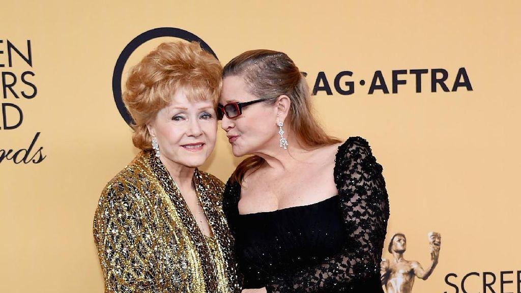 Foto: Mengenang Kemesraan Carrie Fisher & Sang Bunda Debbie Reynolds