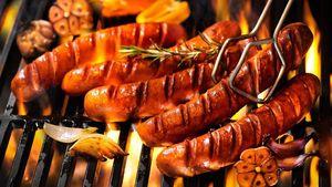 Mau Bikin BBQ Sosis, Perhatikan Tips Ini Agar Sosis Tetap Juicy Gurih (1)