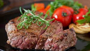 Mau Bikin Beef Steak yang Empuk Juicy? Ikuti Tips dari Chef Revo Ini