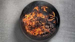 Ikuti 5 Trik Ini untuk Membuat Api Arang yang Awet Baranya