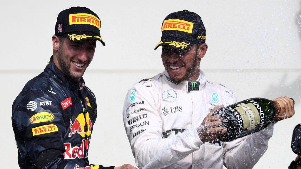 Terkait Kontrak Baru dengan Red Bull, Ricciardo Diperingatkan Hamilton