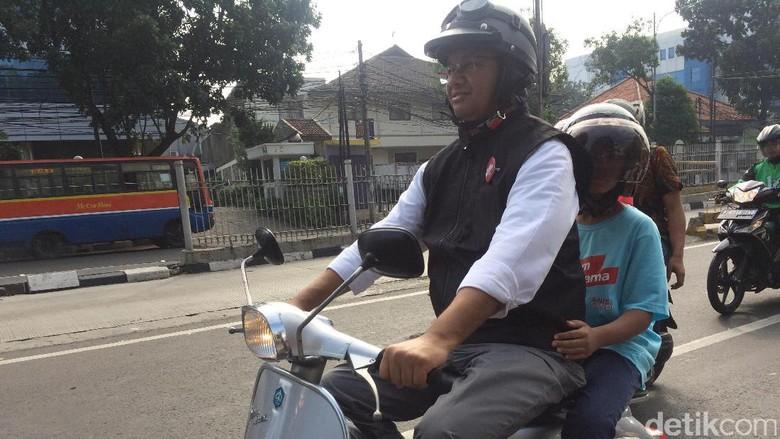 Keliling Kota Naik Vespa, Anies Janji Buat Pemotor Lebih Nyaman