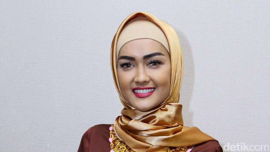 Sakit Bukan Halangan Julia Perez dan Ria Irawan Laksanakan Umrah