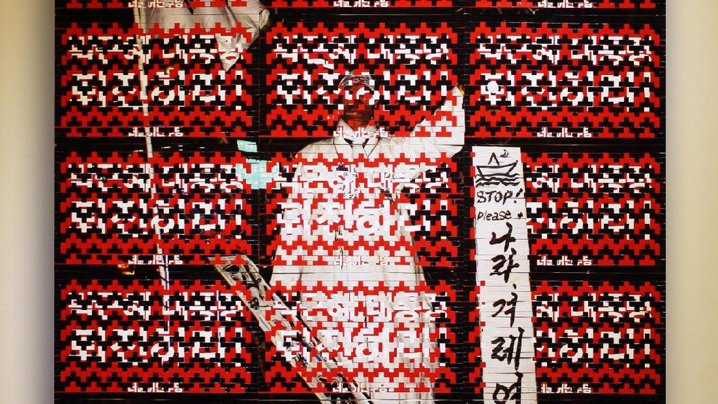 Unik! Patriot Mukmin Gunakan Pamflet Demo untuk Materi Karya Seni