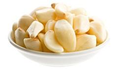 Deretan gigi yang bersih dan putih dapat menunjang penampilan. Untuk menjaganya atau meningkatkan kecerahannya, yuk konsumsi makanan berikut.