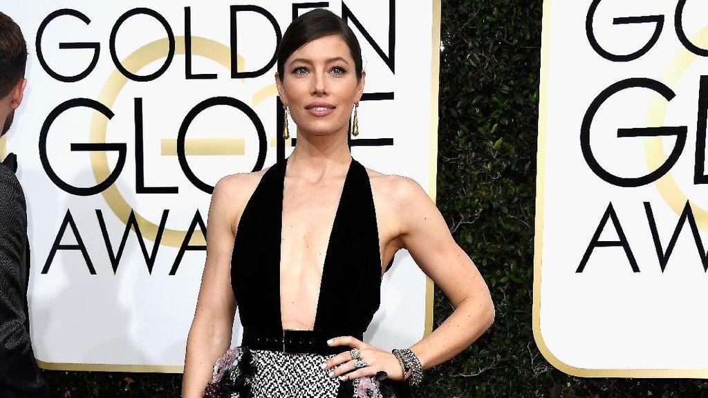 Tamu Wanita Golden Globes 2018 Kompak Pakai Busana Hitam untuk Alasan Ini
