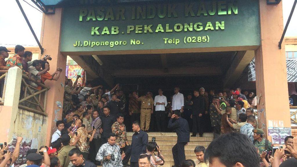 Blusukan ke Pasar di Pekalongan, Jokowi: Ini Harus Direhab