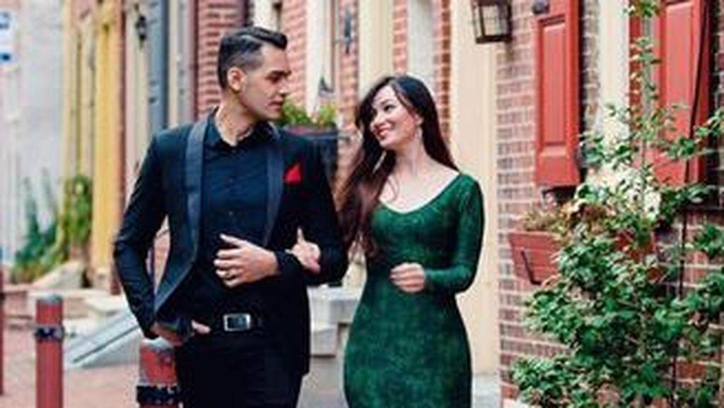 Liburan Romantis Asmirandah dan Jonas Rivano