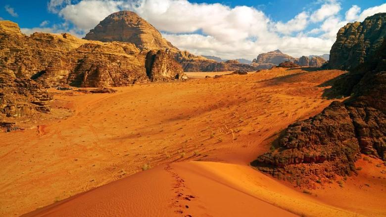 Foto: Wadi Rum, gurun pasir di Yordania yang ktanya mirip seperti di Planet Mars (Thinkstock)