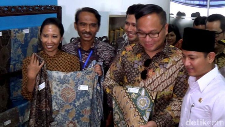 Menteri Rini Kepincut Batik Trenggalek