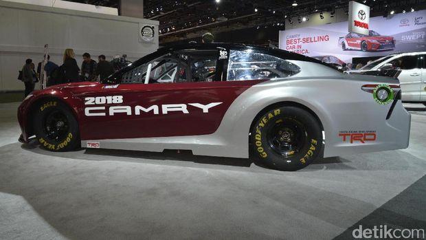 Toyota Luncurkan Camry untuk Balap