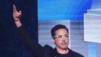 Robert Downey Jr Pamer Kostum Terbaru Iron Man